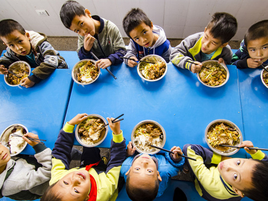 650,000 people take care of impoverished Chinese children