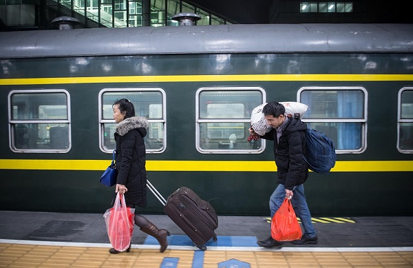 (Spring Festival) Railway trips hit record high in China Saturday
