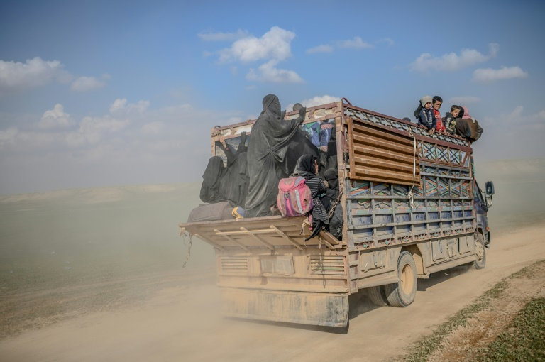 Syria force carries out major evacuation from last IS holdout