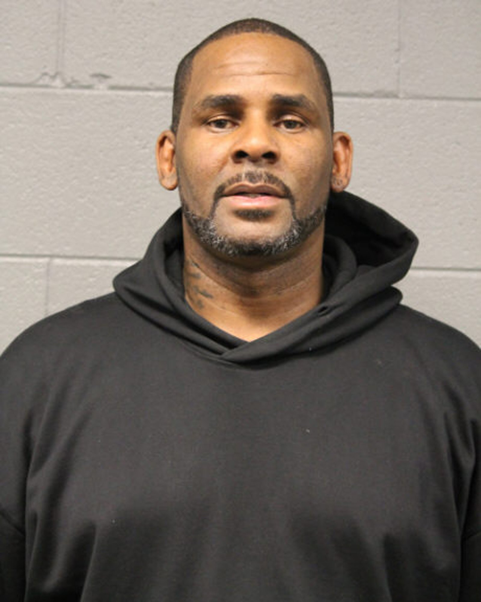 R&B singer R. Kelly is freed on bail in Chicago
