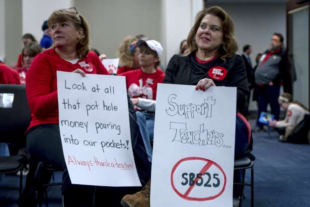 Kentucky teachers stage 'sick out' to protest at legislature