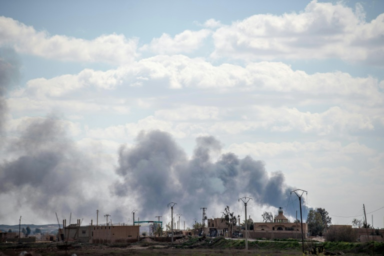 Syria force pounds holdout IS village
