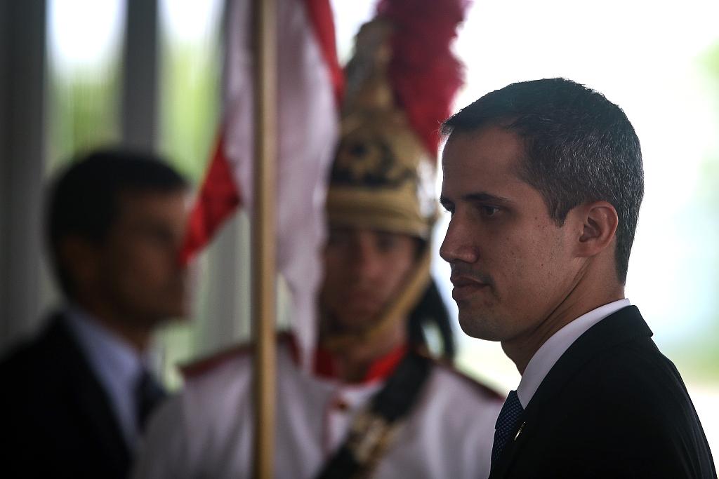 Venezuelans urge negotiation, dialogue in national political standoff as Guaido returns