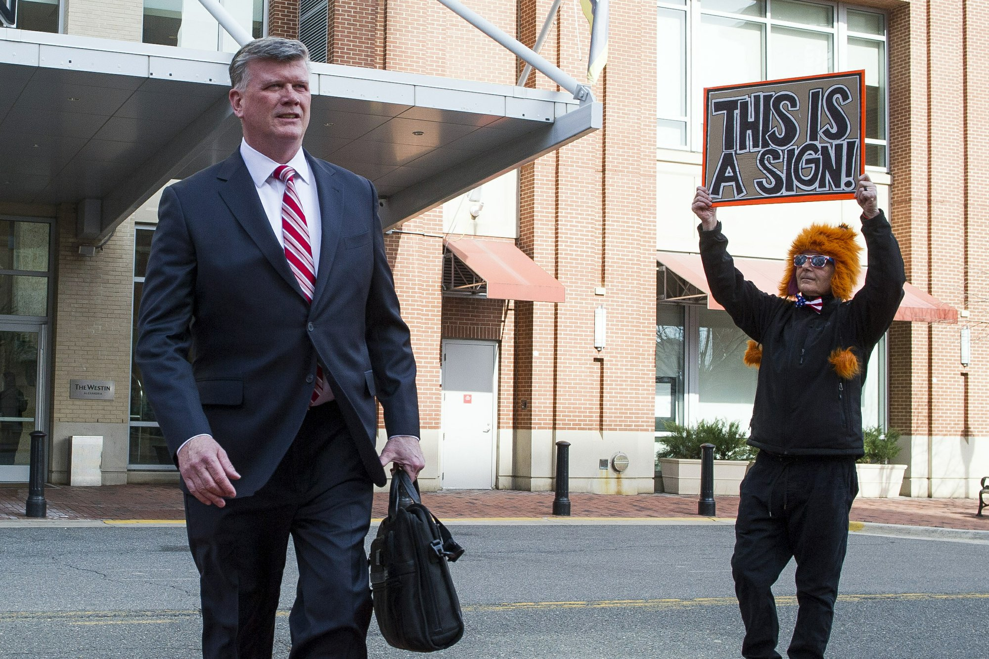 Manafort asks for compassion before sentencing