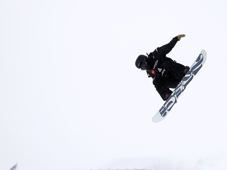 Chinese skier Cai Xuetong makes history at FIS Snowboard halfpipe World Cup