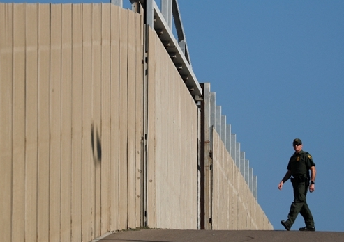 Trump to ask for $8.6 bln for border wall in new budget