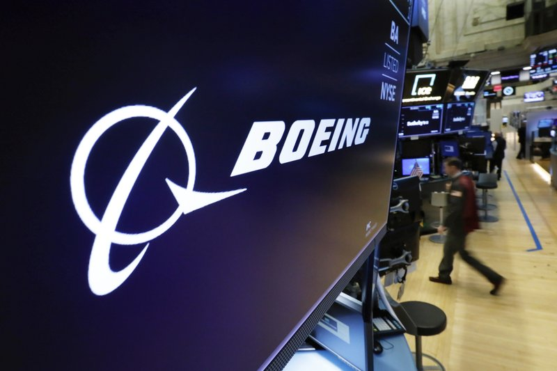 Tech stocks lead gains, Boeing hits Dow