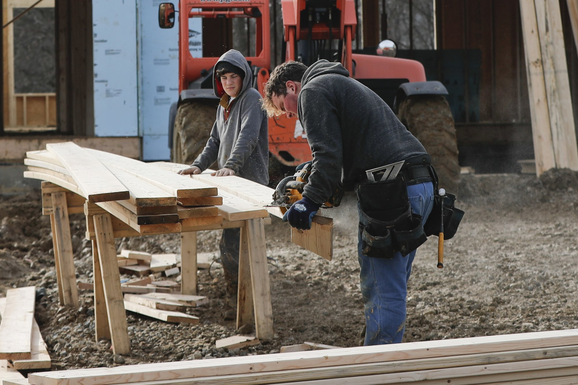 US construction spending up strong 1.3 percent in January