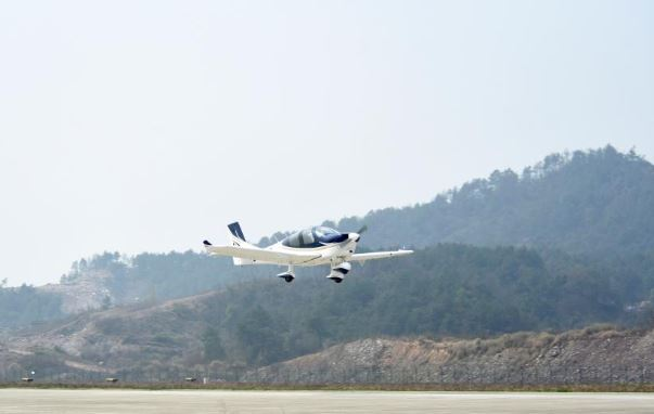 China's first privately developed aircraft makes first public test flight