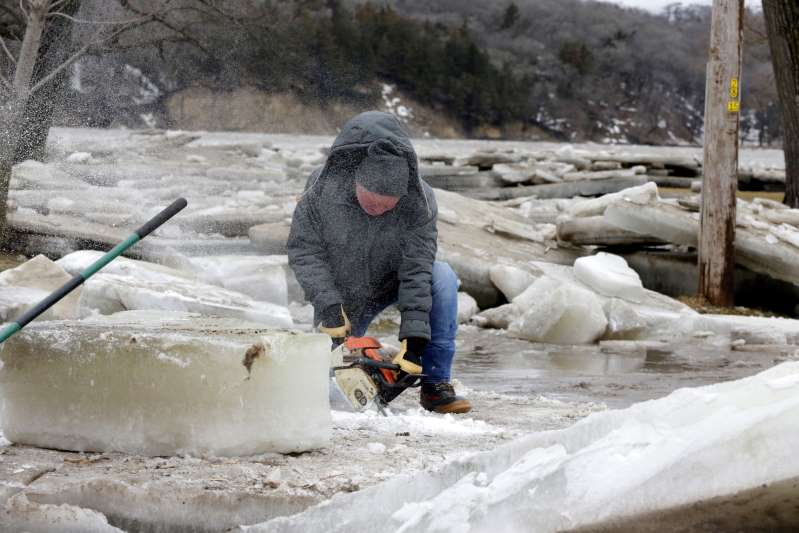 Stretch of Missouri River closed to traffic due to flooding