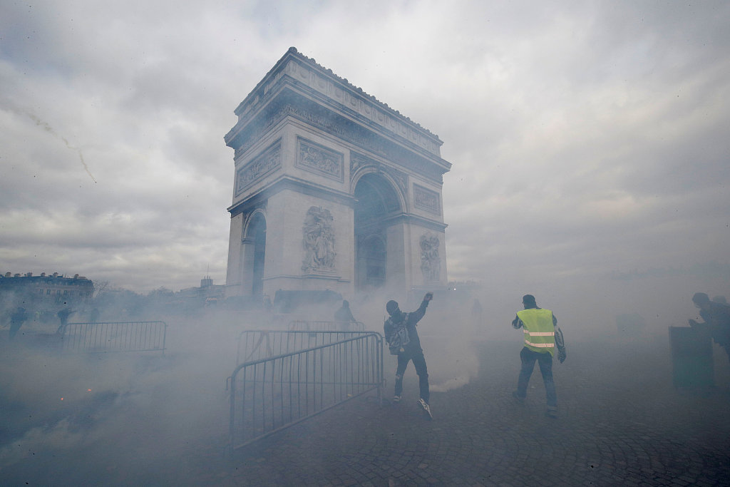 Paris stores looted during renewed 'yellow vest' riots