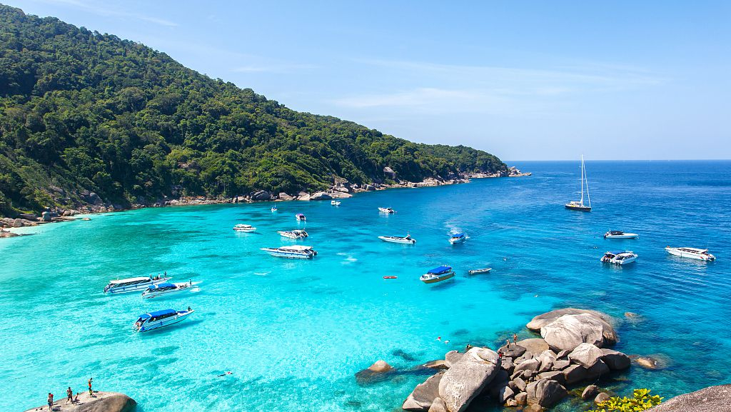 Thai court allows popular islands to limit visitors