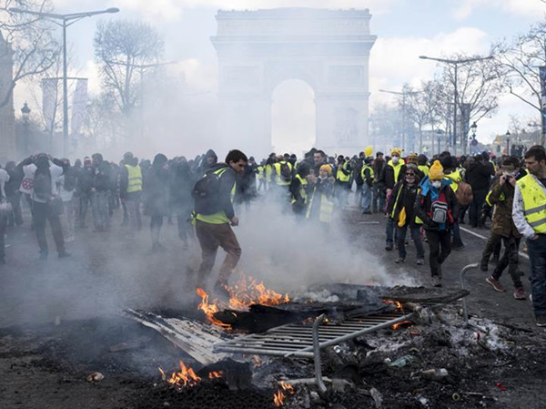 Over 200 arrested, scores wounded after yellow vest protest turns violent in Paris