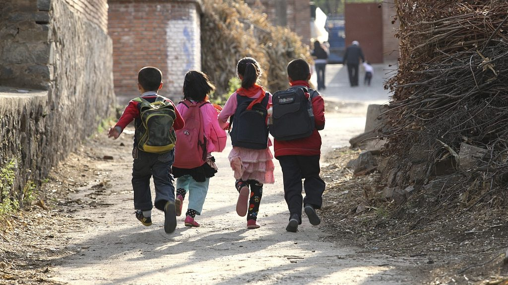 China promotes digital education in poor regions