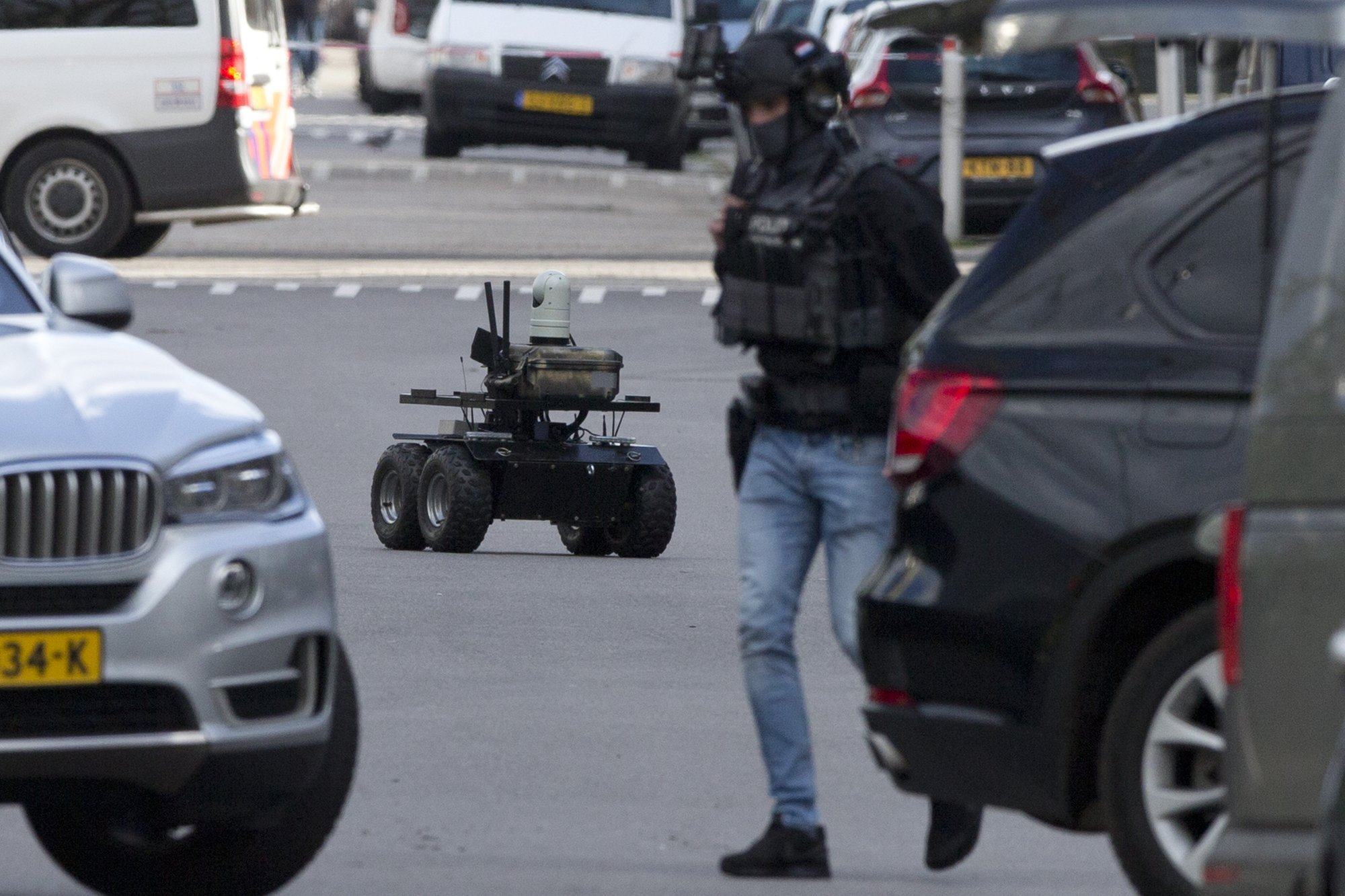 Gunman kills 3 on Dutch tram; mayor fears terrorism