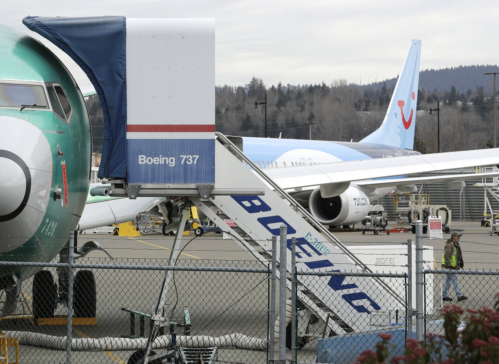 European, Canadian regulators to do own review of Boeing jet