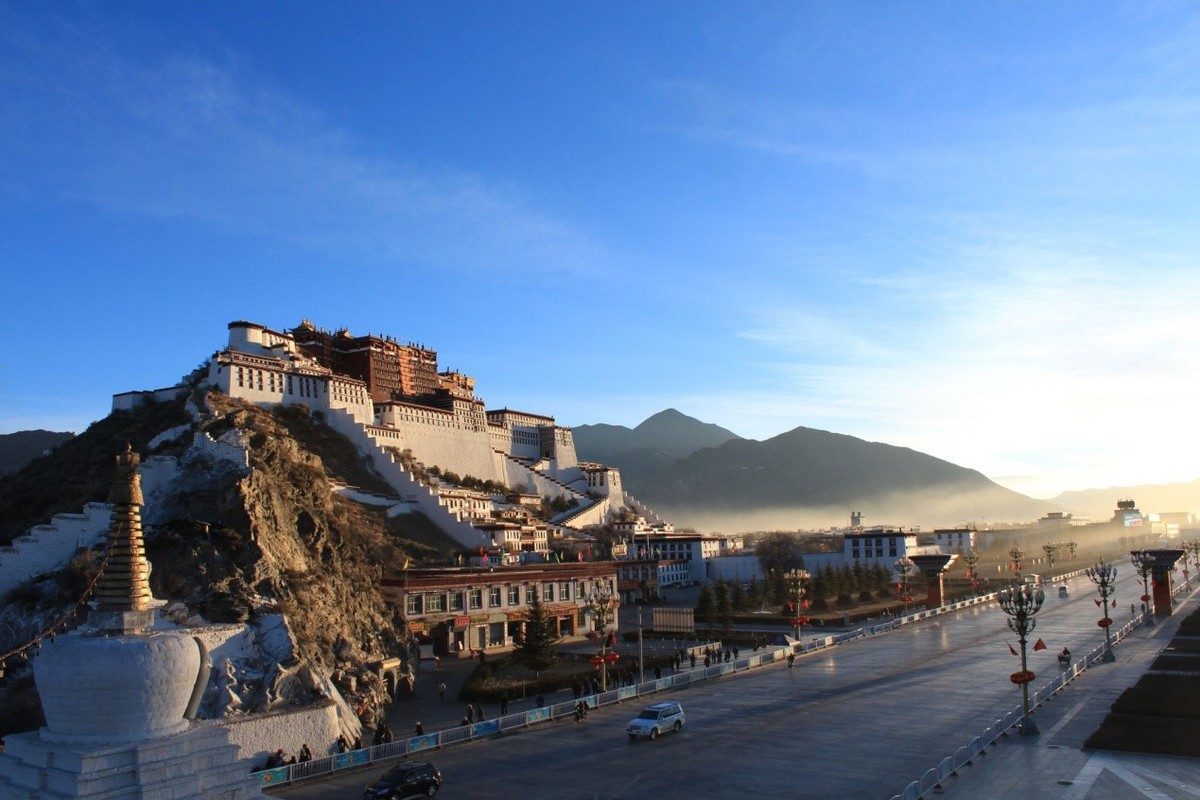 Toll-free entry, cheaper hotels spur travel to Tibet