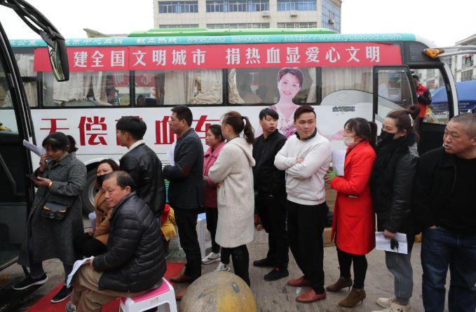 Volunteers inundate blood donation center near explosion site
