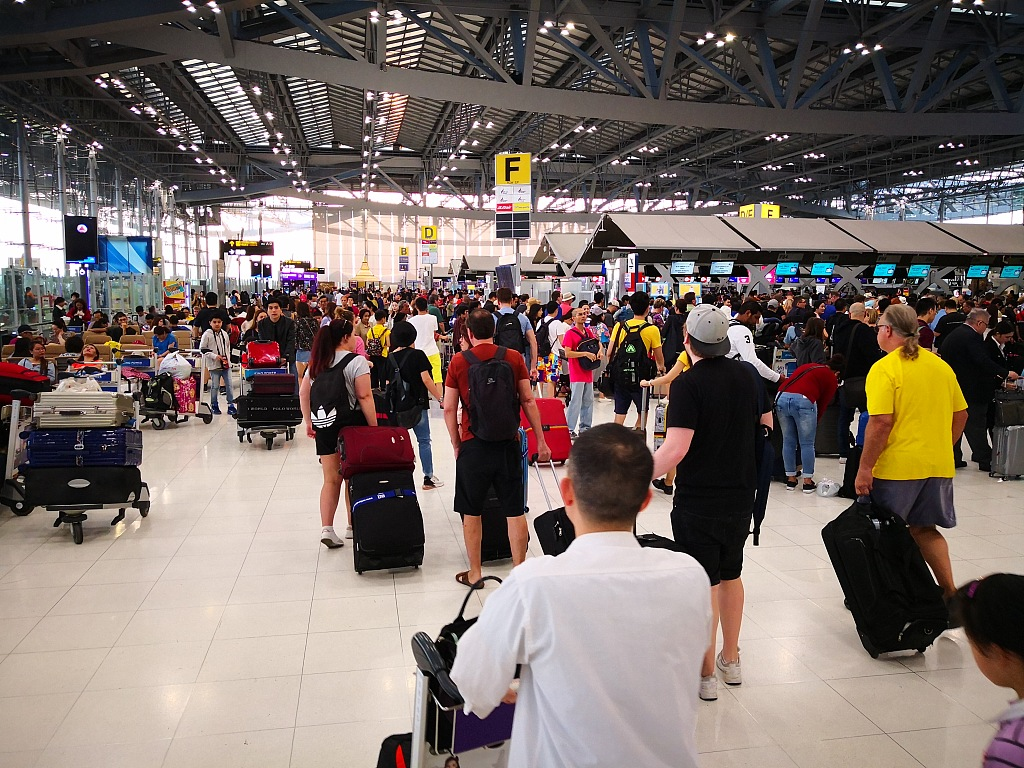 China May Day holiday adjustment triggers tourism craze