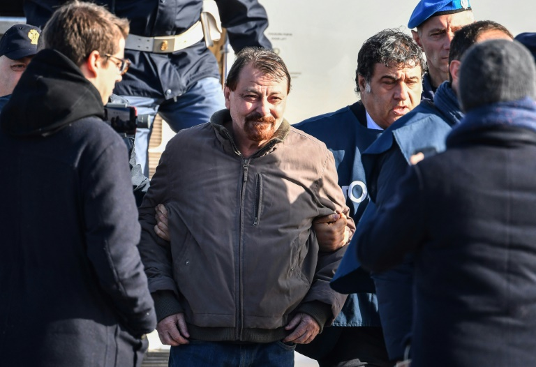 Recaptured Italian ex-militant Battisti admits 1970s murders