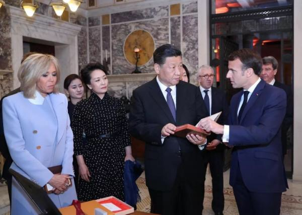 A gift from Macron to Xi, a friend from afar