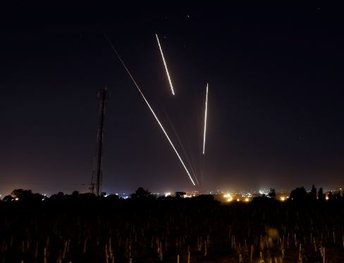 Gaza militants fire rockets into southern Israel in response to Israeli intensive airstrikes