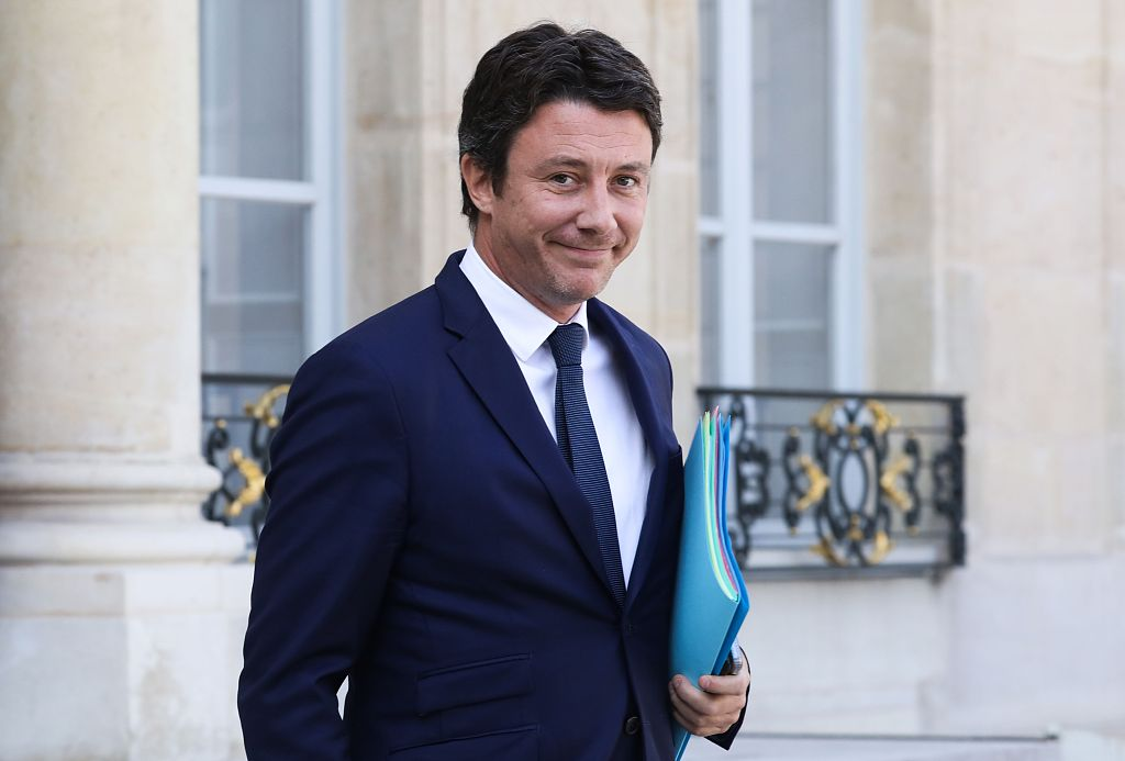 Macron's office says gov't spokesman, two ministers resign