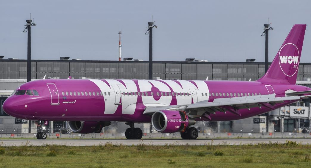 Travelers stranded as Icelandic airline collapses
