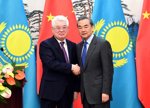 Chinese, Kazakh FMs hold talks on deepening bilateral cooperation