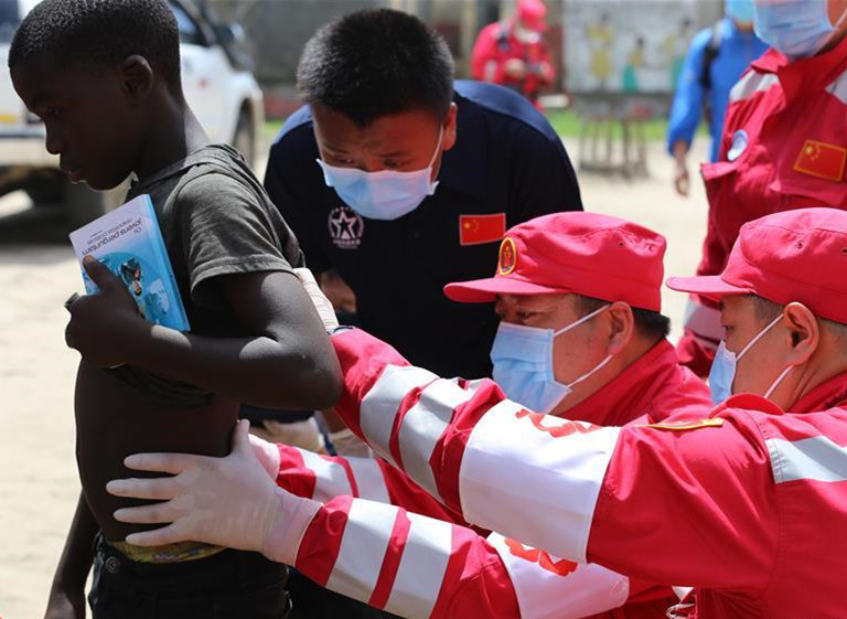 Chinese rescue team delivers humanitarian aid in central Mozambique