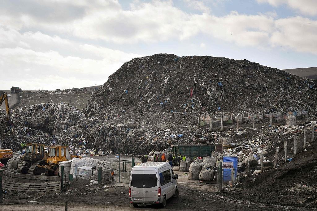 Residents split on future of Romania's trash heap 'time-bomb'
