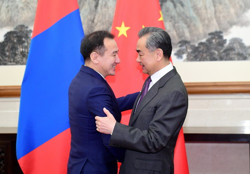 Chinese, Mongolian FMs hold talks