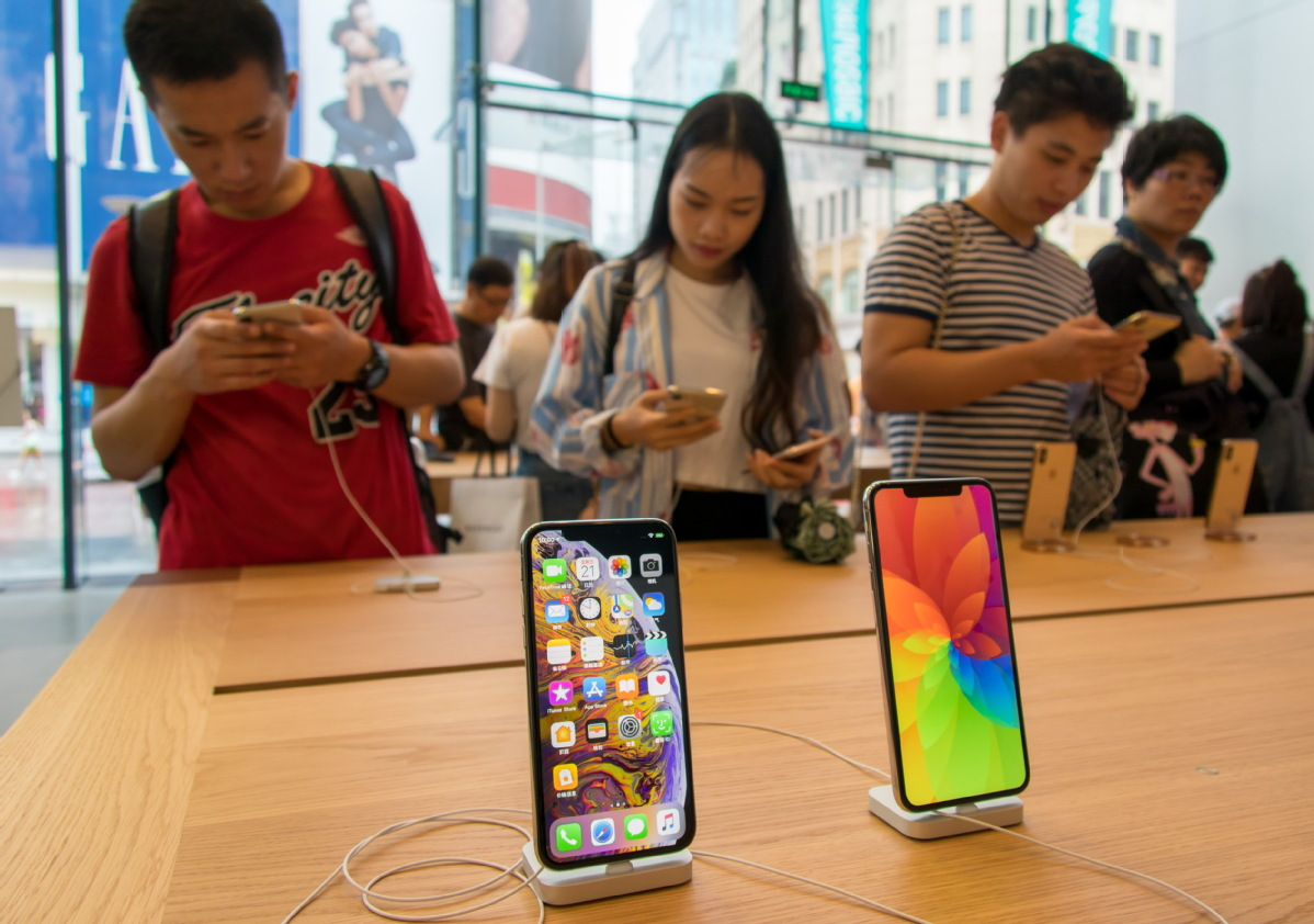 Prices of iPhones, cars and gas fall as VAT rate cut kicks in
