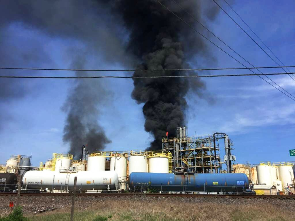 2nd Texas chemical fire in about 2 weeks kills worker