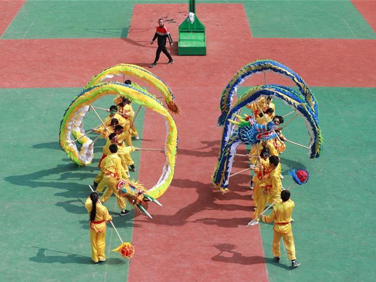 Students perform historic dragon dance in Guizhou