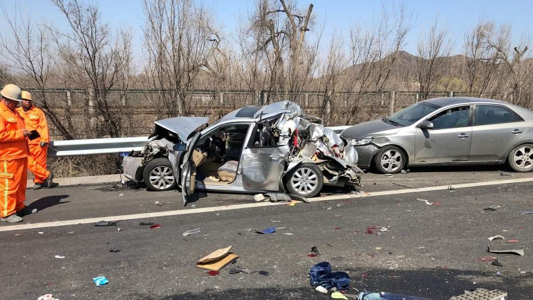 7 injured after 16-car pileup on Beijing-Tibet Expressway