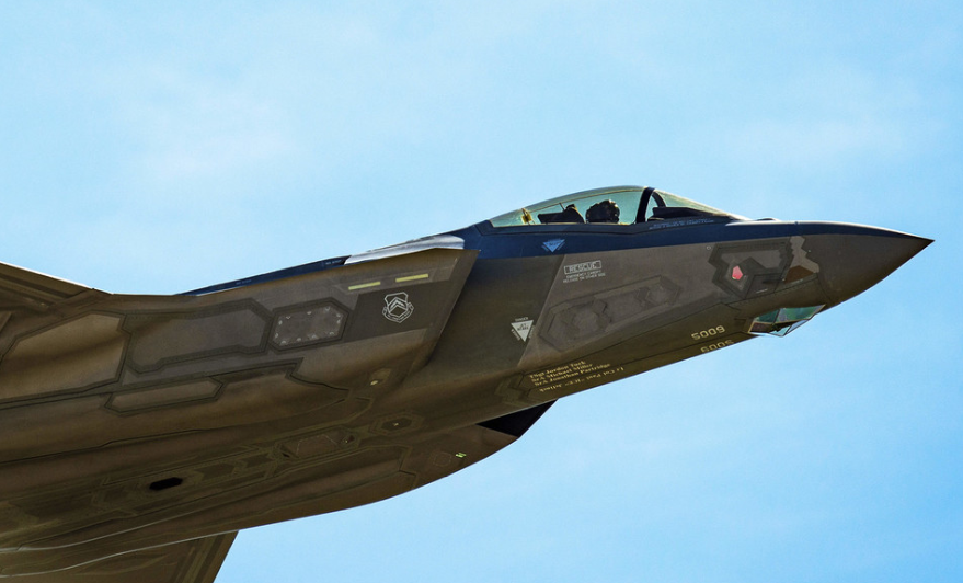 US halts F-35 equipment to Turkey