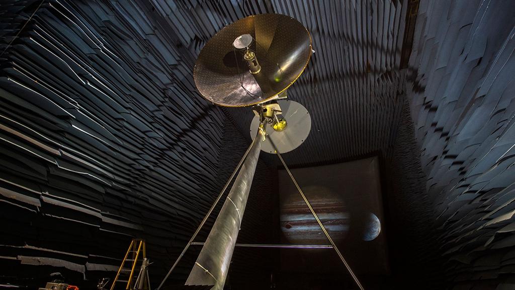 High-gain antenna on NASA's Europa Clipper spacecraft undergoes testing