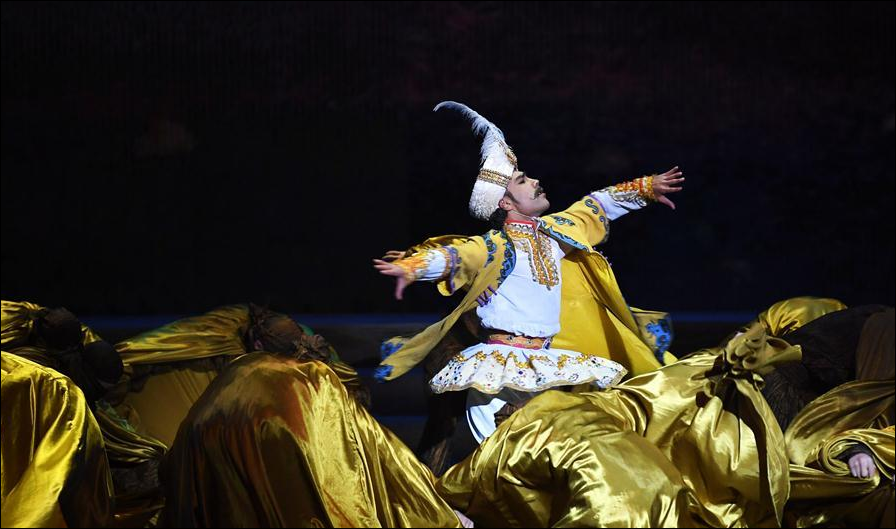 Dance drama 'Flower Rains along Silk Road' staged in Dunhuang, NW China