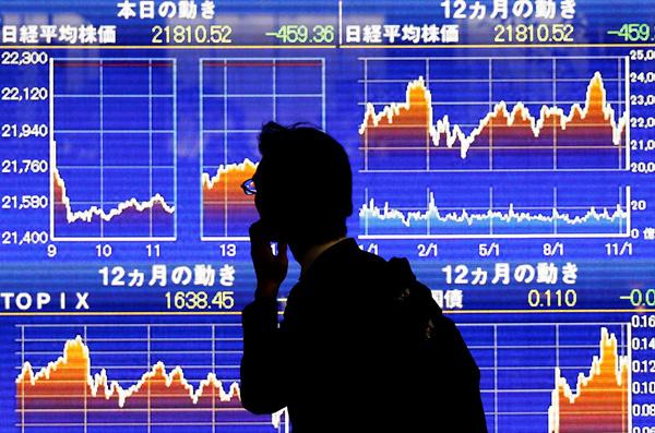 Tokyo stocks close higher on hopes for global economic outlook