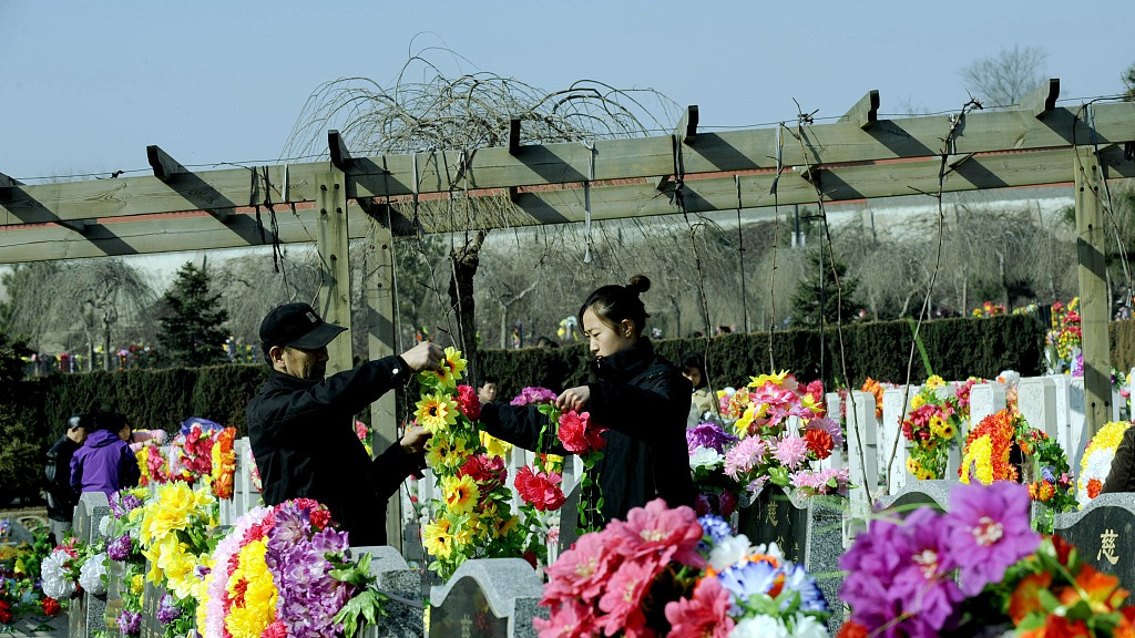 How Chinese family values reflected in Qingming Festival?
