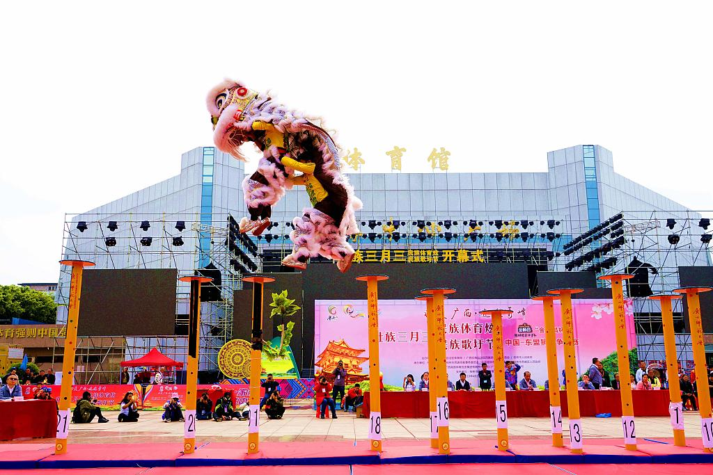 Int'l lion dance competition held in south China
