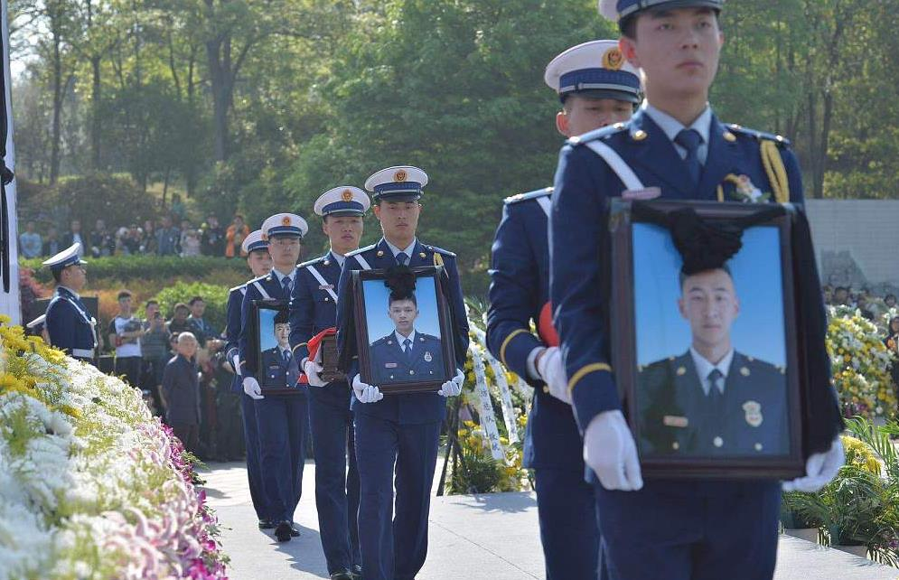 Remains of firefighters who perished in forest fire return home