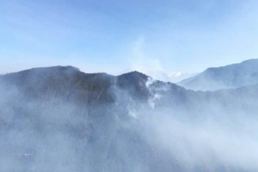Forest fire reignites in SW China's Sichuan Province