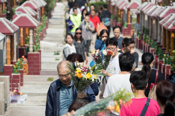 Around 9.78 mln people honor deceased at cemeteries during tomb-sweeping holiday