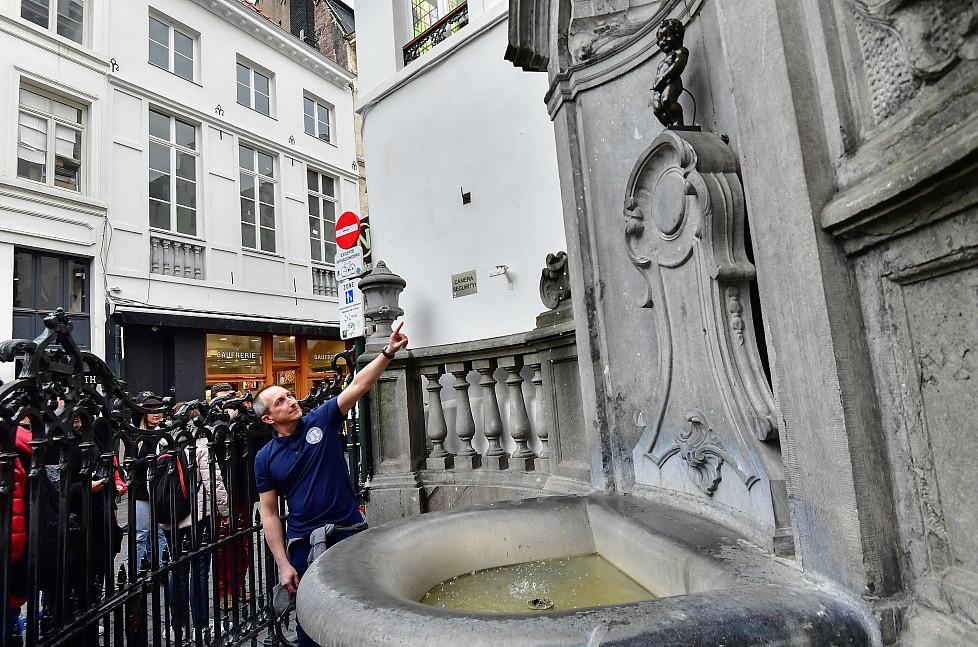 Brussels' landmark no longer wastes water