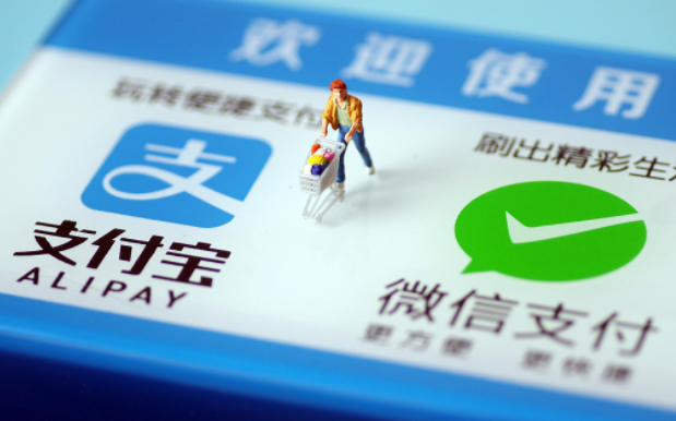 China faces choice over embracing cashfree revolution