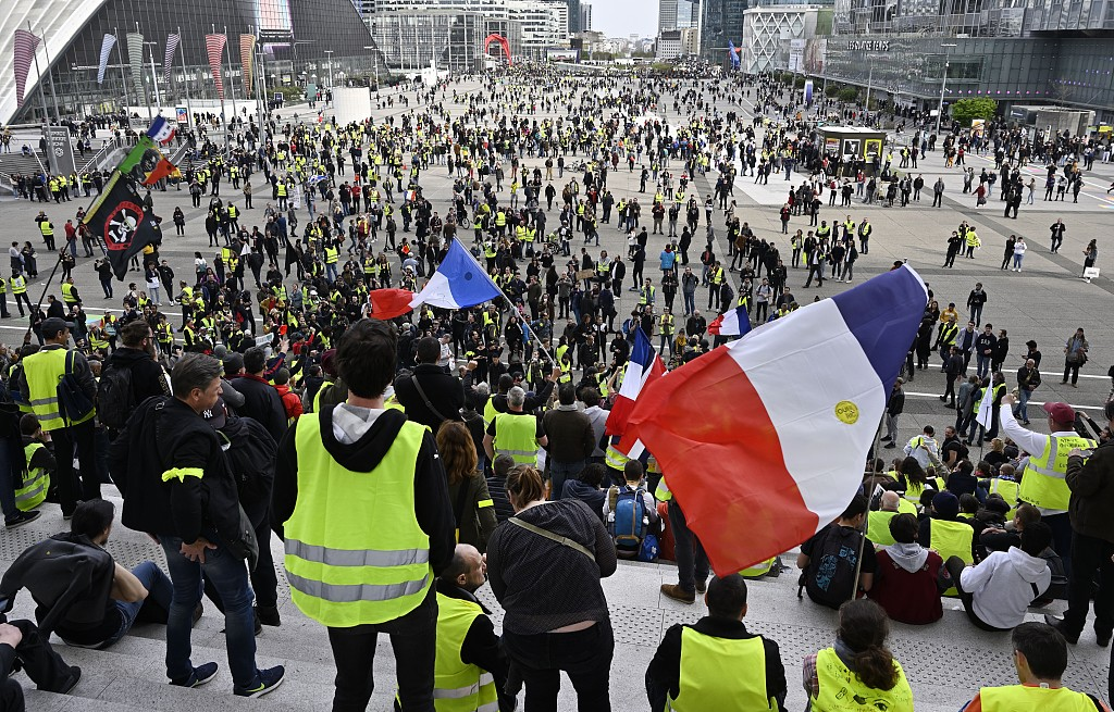 France needs tax cuts in response to 'yellow vests': PM