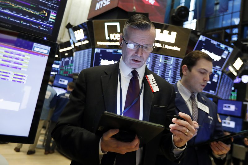 US stocks dip, on pace for first drop in nearly 2 weeks
