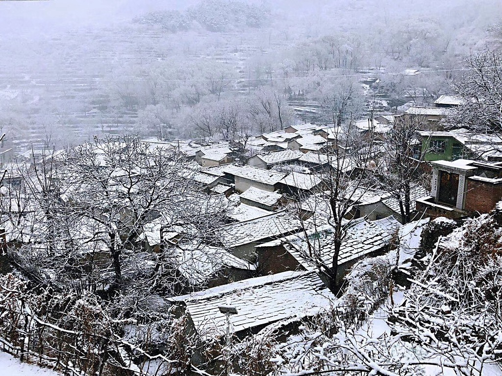 Cold air chills China with snow, rain, strong wind